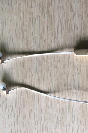 nouveau écouteur bluetooth  portable----deux couleur