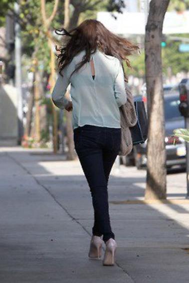 Selena s'arrête pour prendre un café à Los Angeles
