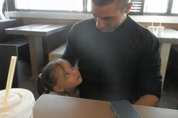 Et ma fille est tomber amoureuse pour la toute première fois ( d'un homme qui avait 20 ans de plus qu'elle)