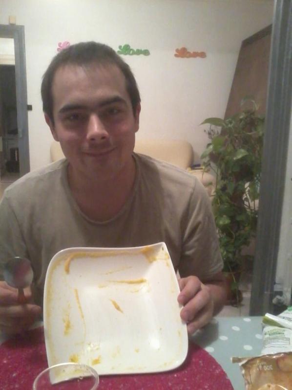 Première fois pour mon homme qu'une femme a par sa mère qui lui faisait manger une soupe, et comme on le vois sur les photos, il est le premier étonner a aimer en manger :) c'était avec la citrouille d'Halloween que je l'avais cuisiner, elle était juste excellente!!!