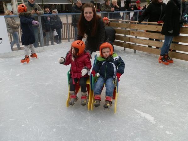 Premier patin a glace pour presque tout le monde, en tout cas, première fois en famille! et on avait était a Nancy, c'était l'un de mes plus beaux moments de l'année là!!