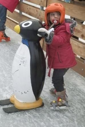 C'était une première pour toi ma chérie et a ma grande surprise, tu as adoré ça! Tu es très rapidement parvenu a trouver ton équilibre et à vouloir par toi même rester seule sans l'aide du pingouin ou même de ma main!! Tu as ça dans le sang.
