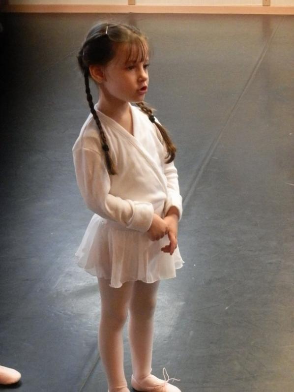 """Premier cour de danse aujourd'hui pour Maëlys, j'ai pu assister a ses premiers """"pas"""" c'était génial ^^ Vidéos en souvenir <3"""