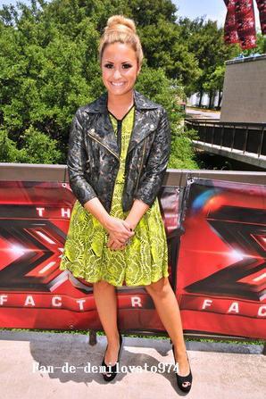 24/05/2012 : Demi Lovato et ses collègues de « X-Factor » étaient présents au Erwin Center, à Austin (Texas). Simon Cowell, L.A Reid, Britney Spears et Demi ont auditionné les tous premiers candidats pour la nouvelle saison de X-Factor US.