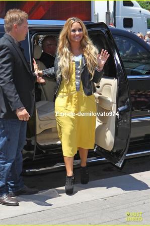 08/06/2012 : Demi Lovato et ses collèges d'X-Factor se sont rendus à Sprint Center, où se trouve le plateau.