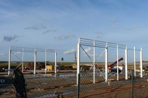 Y a du levage à Gouzeaucourt  l'extension de l'usine prend forme