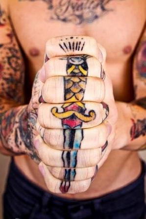 Le Poignard La Dague Tatoue Un Amour De Tatouage