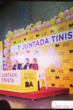 Photos de Tini a la conférence de presse des 1er juntadatinista du 23 avril/2014