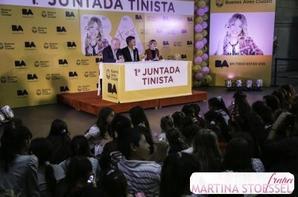 suite Photos de Tini a la conférence de presse des 1er juntadatinista du 23 avril/2014