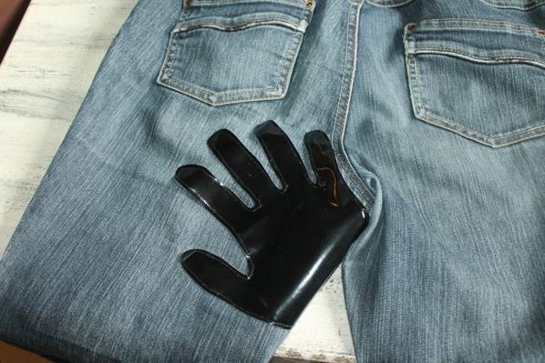 Mon pantalon préféré ne partira pas à la poubelle!!