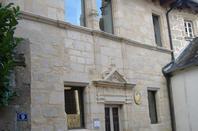Belles demeures renaissance autour de l'église de Corrèze