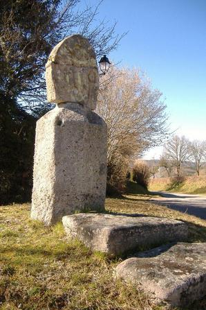 La croix des Rameaux à Darnets (Corrèze)