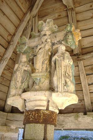 La croix de l'oratoire, à Darnets