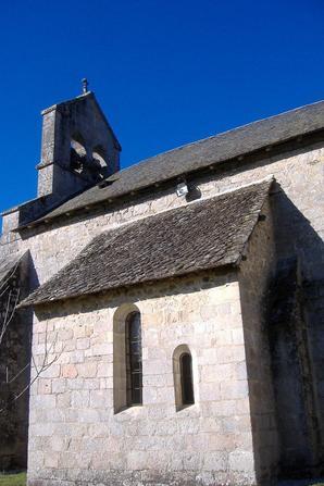 L'église de Darnets et le monument aux morts