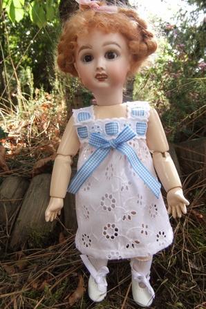 Cette fois, Bleuette peut vous montrer ses nouveaux dessous.