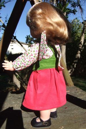 Encore une robe plutôt paysanne: Emilie en octobre 2015.