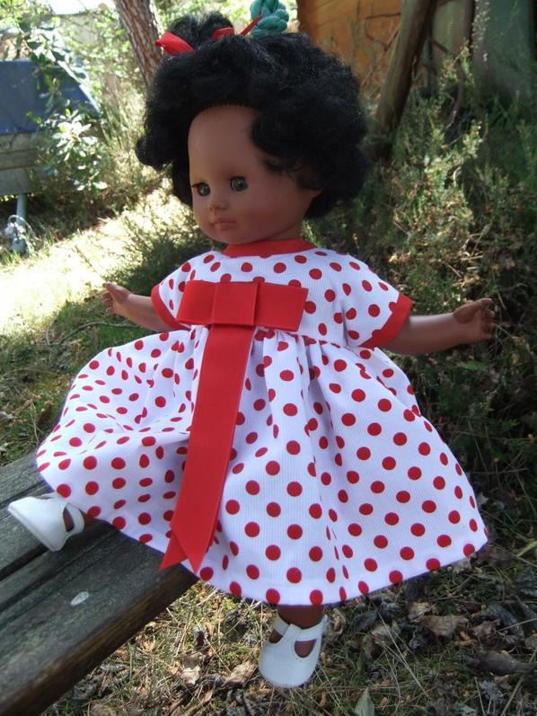 Bébé Cécilia a une nouvelle robe!