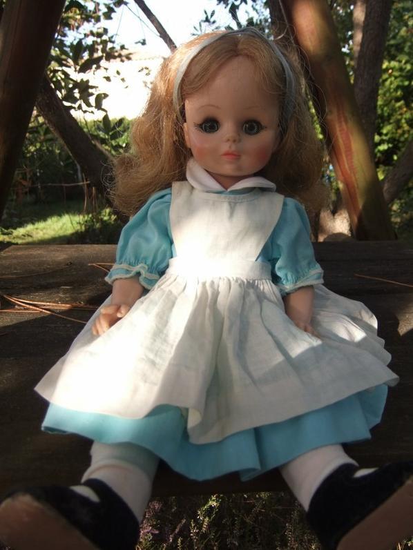 Trouvé une petite Alice de Mme Alexander