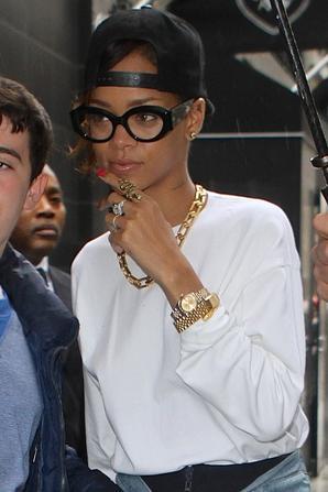 Le 29 Avril 2013:            Rihanna quitte son hôtel à New York