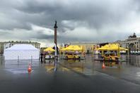 Les LADA ont pris possession de la Place du Palais de Saint-Pétersbourg !!!