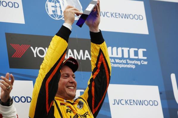 WTCC au Japon (3) : Rob Huff remonte dix places et offre le podium à LADA !!!