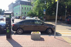 Mise en garde du Kremlin à Nicolas Maure et LADA VESTA Signature à Moscou !!!
