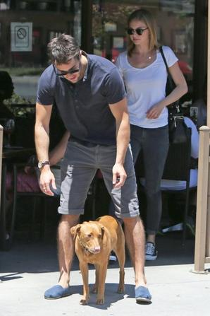 11/05/13 : Joshua & Emily sont allés déjeuner puis faire du shopping dans West Hollywood