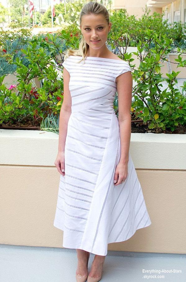Amber Heard pose pendant le photocall de son nouveau film  Paranoia  Le 1 Août 2013