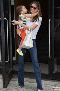 Miranda Kerr repérée avec son fils Flynn dans les rues de New York  Le 31 Juillet 2013