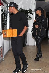 11/01/14: Nicole Scherzinger et Lewis Hamilton sont allés dîner dans un restaurant à West Hollywood