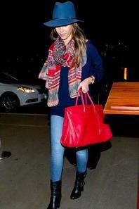18/01/14: Jessica Alba et Cash Warren se sont rendus à l'aéroport de LAX à Los Angeles