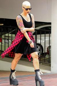 21/01/14: Amber Rose aperçue dans les rues de Los Angeles