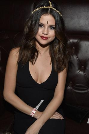 24/01/14: Selena Gomez et Ashley Benson aperçue à la fête  Beats Music au théâtre Belasco à Los Angeles