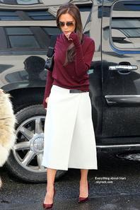 10/02/14: Victoria Beckham à était photographiée à la sortie de ses bureaux new-yorkais