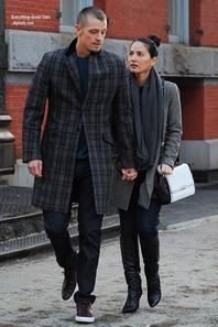 14/02/14: Olivia Munn et son boyfriend Joel Kinnaman aperçue le jour de la Saint Valentin dans les rues de New York City