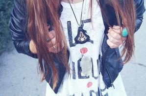 Une fille ma demander des photos de mais tenue je sais pas pourkoi mais bon --' Jui une gentille fille alors bon en voila xD