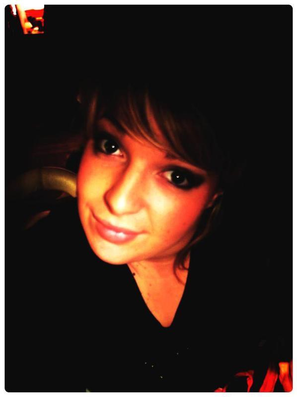 Une jeune femme innocente qui ne sais pas vraiment se quel veut, mais elle sais se quel ne veut plus et se qu'elle a besoin