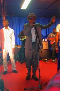"Modogo ""Gian franco ferre Carrerra Mfumu Mputu"" A LYON CONCERT LIVE 19/10/2013"