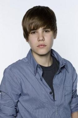 "Photoshoot de Justin pour le Magazine ""Dome"" (2010) (16 ans)"