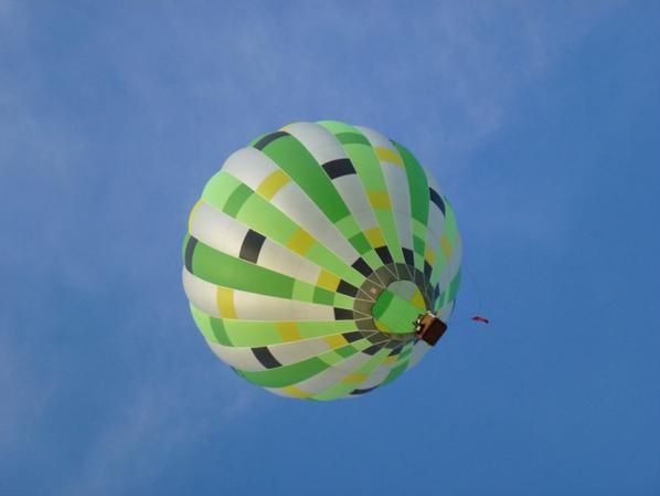 Montgolfière vue du sol sur Albi