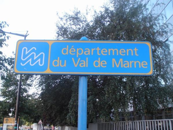 Les panneaux d'entrée de département ou région.