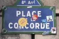 Les pencartes des rues ou places parisiennes.
