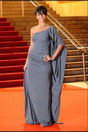 rihanna en robe