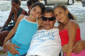 MOI mais cousines mon pere et ma petite cousine et mon petit cousin isay