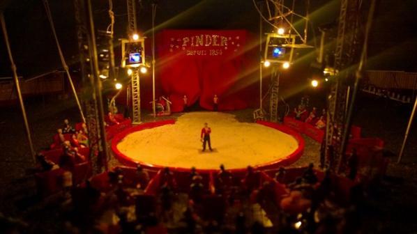 Chapiteau maquette cirque pinder, spectacle, piste, lumières, show