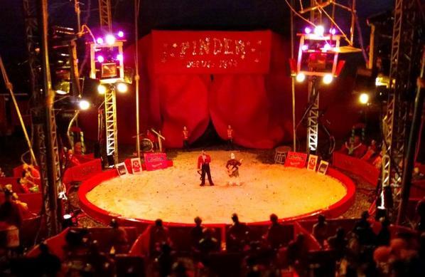 Plus de 50 ampoules pour éclairer le géant des cirques!
