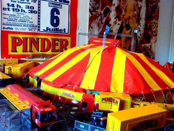 Chapiteau cirque Pinder