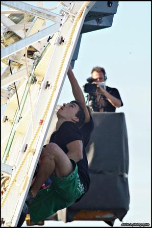 Photo du VOC à la rochelle (vertical ocean competition ) mur d'escalade de 15metres de haut