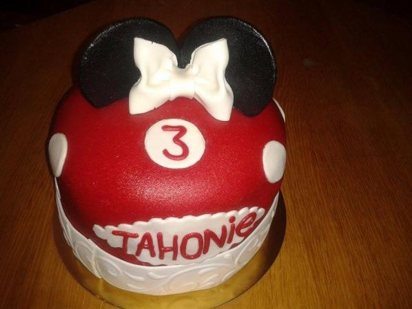 MINNIE WEDDING CAKE