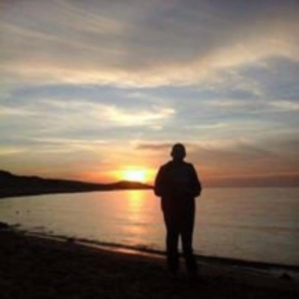 Seul avec le coucher du soleil
